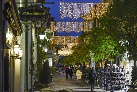 Weihnachtlich beleuchtete Altstadt in Radolfzell