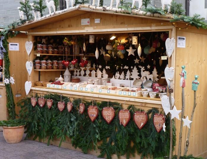 Christkindlemarkt-Hütte mit Keramik_PR