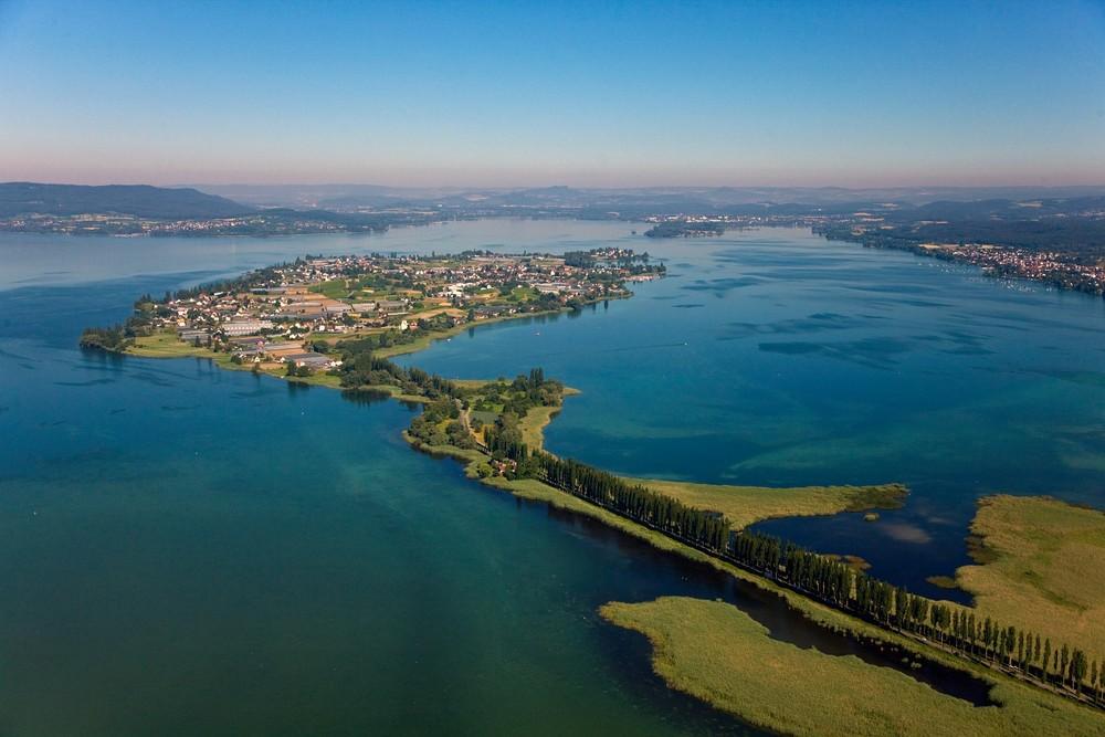 Luftbild Insel Reichenau mit Damm aus Südost