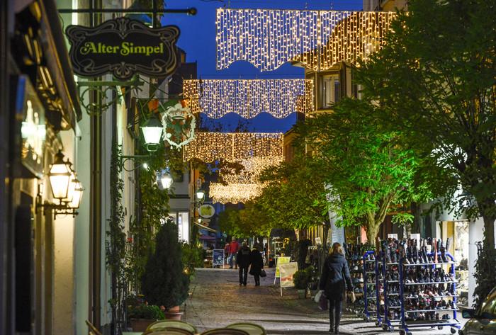 Weihnachtlich beleuchtete Altstadt in Radolfzell_PR