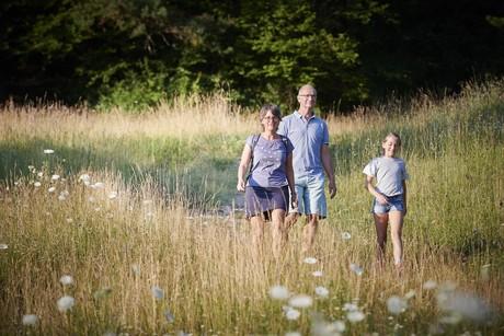 Familie beim Wandern auf der Bodanrück-Runde